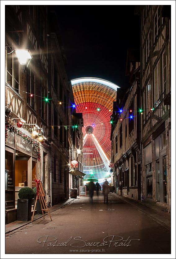 Grande roue et la rue du Vieux Palais, Rouen.