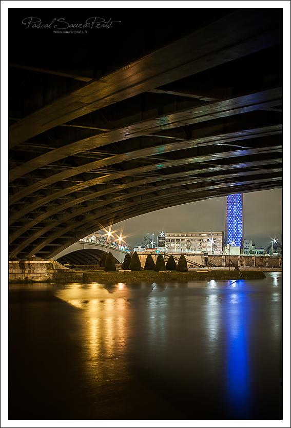 La tour des archives et le pont Corneille, Rouen.