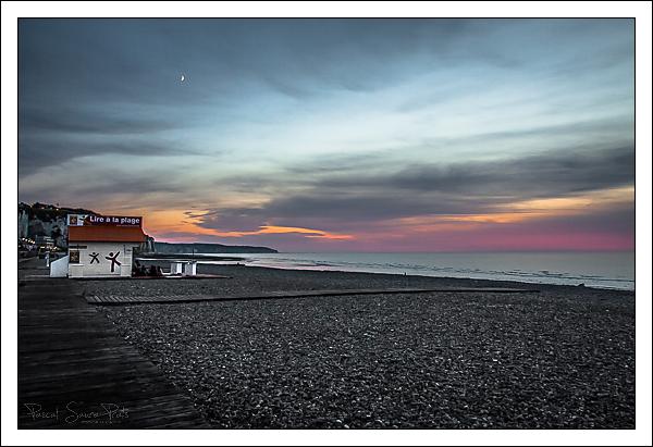 Lire à la plage, Dieppe